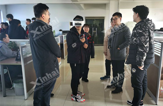 Students at China University of Mining and Technology were experiencing a 3D design display through VR
